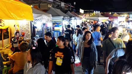 nekvalitní potraviny : Bangkok, Thailand - Dec 6 ,2019 : Tourist and locals walking and shopping at Ratchada Night train market (Talad Rot Fai). market with plenty of shops with colorful canvas roofs at night in Bangkok, Thailand