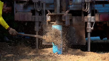 trapano : NAKHON RATCHASIMA, THAILAND - JAN 9, 2020 : slow-motion of ground drilling water machine on the old truck drilling in the ground for water Filmati Stock