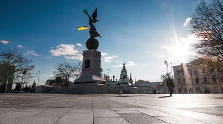 bohyně : Monument of Ukraine Independence at Constitution Square in Kharkiv, time lapse