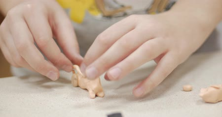 kalıp : Cute Little Children Sitting at the Desk Sculpts a Different Figures From Made of Colored Modeling Plasticine in the Nursery. Development of the Art of Modeling in Children. Stok Video