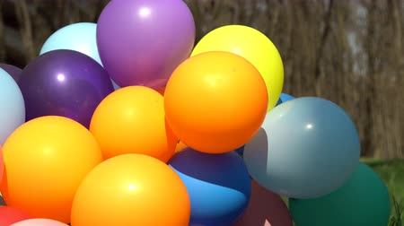 balonlar : footage balloons close up outdoors. Stok Video