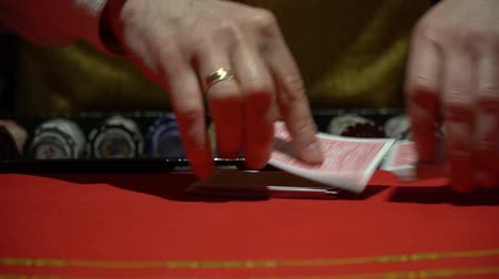 покер : Casino, poker: Dealer shuffles the poker cards Стоковые видеозаписи