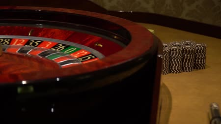 ruletka : casino roulette wheel with the ball on number