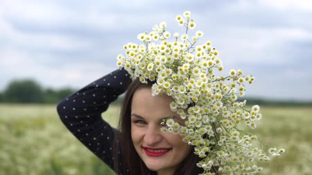 camomile : Pregnant woman with bouquet of camomile flowers.