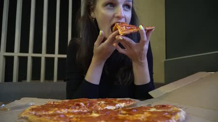 calabresa : Cute woman enjoying pizza sitting in cafe. Stock Footage