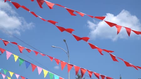 árbocszalag : Colorful string pennant triangle flags blowing in the wind.