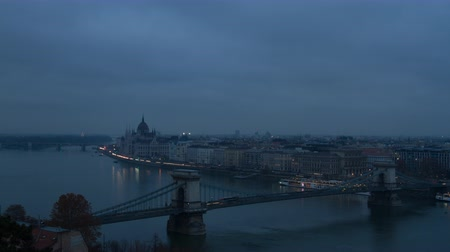 budapeste : Time lapse of sunset on Budapest with the Chain Bridge and Parliament Vídeos