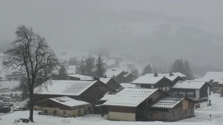 vila : Snow falling on the alpine village of Notre Dame de Bellecombe Vídeos