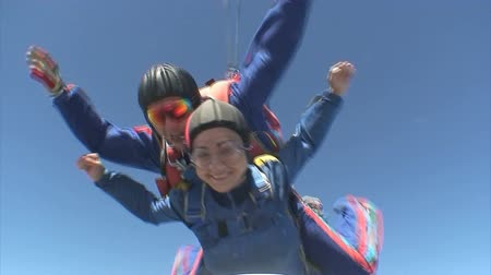 parachuting : Skydiving video. Stock Footage