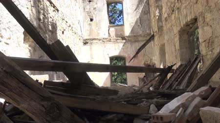 roofless : An old abandoned ruined building without roof. Stock Footage