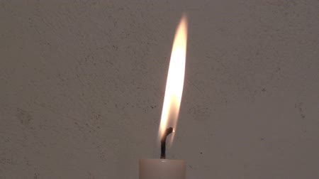 освещать : Flame of a candle - close up
