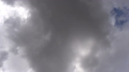 bulutluluk : Time lapse video of some puffy clouds at the sky.