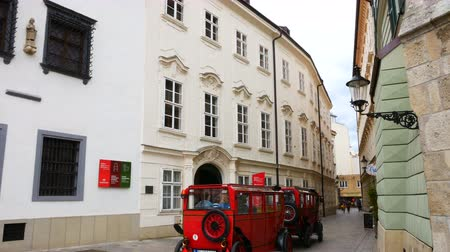 высокое разрешение : Bratislava, Slovakia, the little train run in the street