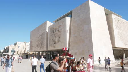 politik : Valletta, Malta, New Parliament Building Stok Video