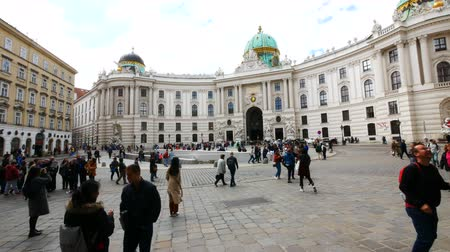 austríaco : Vienna, Austria, pan of Michaelerplatz square