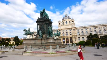 barok : Vienna, Austria, view of Maria Theresien Square Stok Video