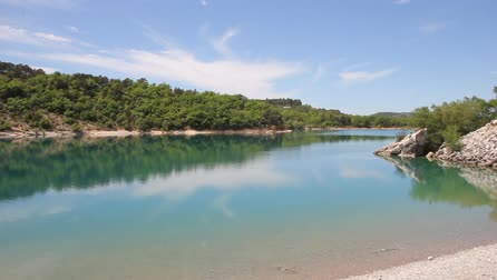 szökőkút : Lake in the Verdon Gorges, South of France