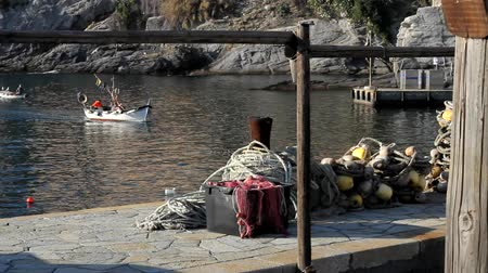 cascos : A fisherman is coming back home in the little town of Camogli, Italy Vídeos