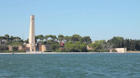 charakteristický : Rudder shaped monument in Brindisi, Italy. It is one of the symbol of the town