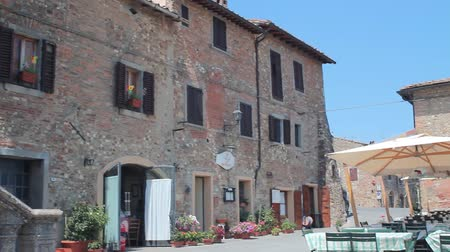 europeu : Little town in tuscany, with restaurant Vídeos