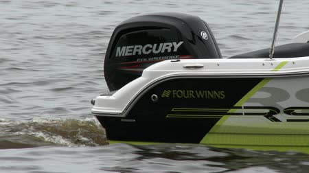 küçük sandal : Small boat navigating slowly on a river, with on board view of the outboard engine
