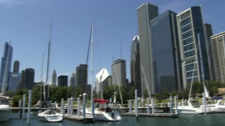 rekreace : Boats docked at Chicago Yacht Club, with view of city skyline
