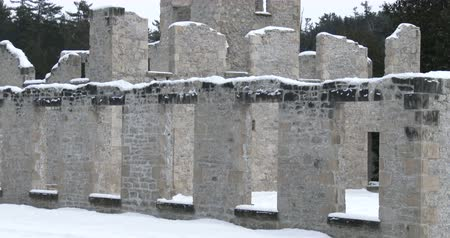 kanada : Ruins of old mill in Rockwood Conservation Area in Ontario, Canada, during winter