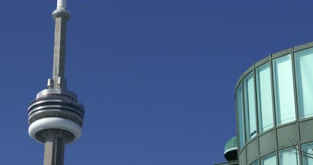 Онтарио : Buildings along the Toronto waterfront, with view of the CN tower