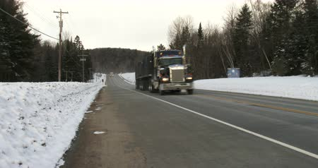 грузовик : Truck driving on highway 60 in Algonquin Provincial Park, Ontario, Canada