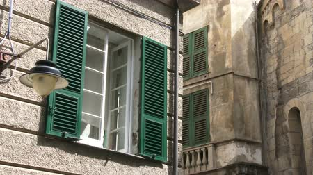 charakteristický : Detail of characteristic building in the old historic center of Genoa, Italy