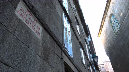 hacı : Street sign in small alley in Santiago de Compostela, Spain, culmination of the Camino de Santiago pilgrimage route Stok Video