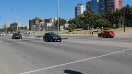 Traffic in the tourist area of ??Montevideo, Uruguay, on December 10, 2017.