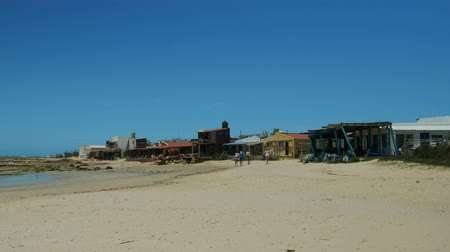 Restaurants facing the beach in Cabo Polonio, a small village on the Uruguayan coast. Стоковые видеозаписи
