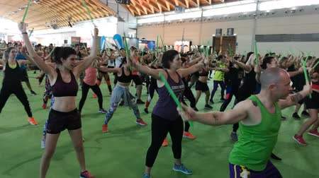 мини : Rimini, Italy - may 2019: Fitness Workout at Gym: Exercises with Music and Green Drum Stick Стоковые видеозаписи