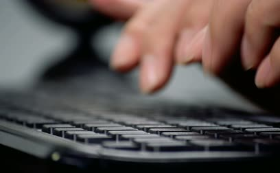 типы : Man hands typing on a computer keyboard.