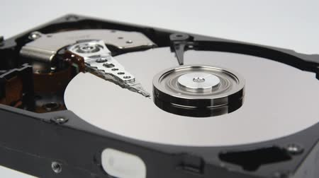 воспоминания : Close-up of the inside of a computer hard disk doing reading and writing.