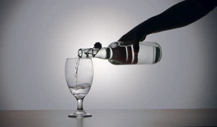 A video of pouring water from a bottle into a glass. Stok Video