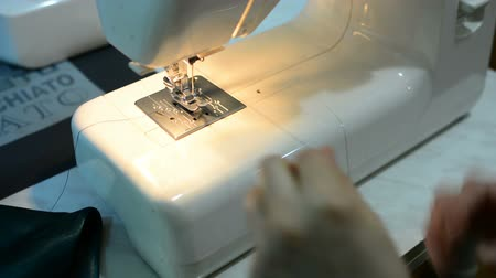 závit : Woman working with sewing machine, Close up HD Clip.