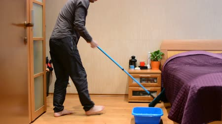 zametání : A young man mopping floor