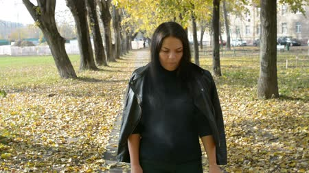 umutlu : Young Beautiful Woman Walking In Autumn Park. Girl Walking In Forest In Fall, Lifestyle Concept Stok Video