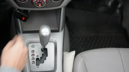para a frente : Automatic transmission, automatic transmission, drive and back. Car start, starting a modern car. Vídeos