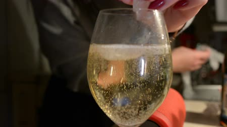 flet : Pan up following champagne