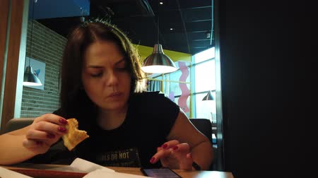 три человека : Girl eating pizza in pizzeria