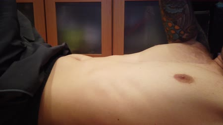 hasi : Young man swings a press. Abdominal muscles close up view