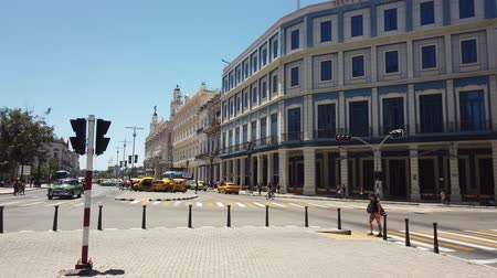 américa central : HAVANA, CUBA - APRIL 2019: Havana is an iconic popular tourist destination. Old streets of Havana. Havana city, Cuba.