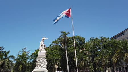 socialismo : Flag of Cuba is developing in the wind. Cuba flag hanging on the building