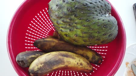 brzoskwinia : Exotic tropical fruit on table. Wideo