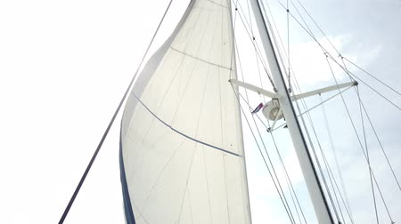 кабель : White sails fluttering during the sea journey. Yachting as an relaxation active lifestyle. Стоковые видеозаписи