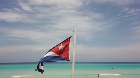 linha de costa : Cuban flag flying on the beach Cuba, Varadero.