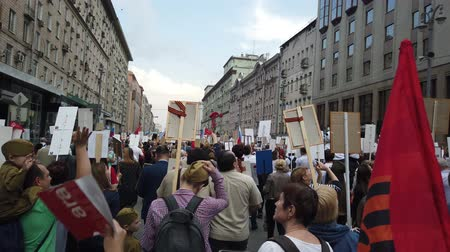 kreml : RUSSIA, MOSCOW - MAY 9, 2019: Immortal Regiment - Procession Dostupné videozáznamy